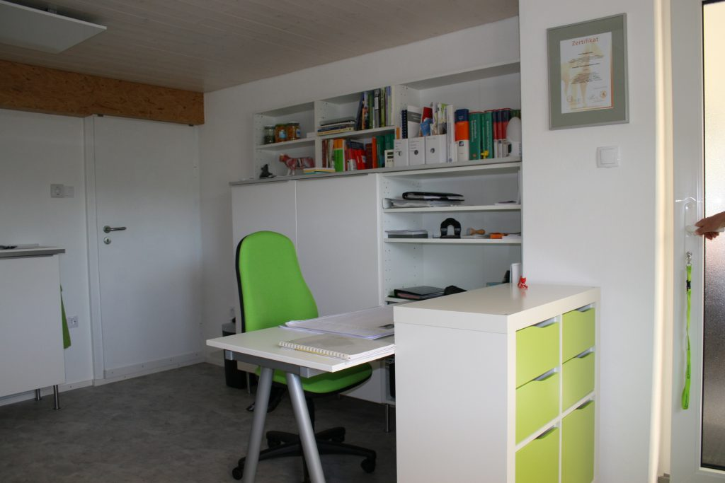 Praxisraum, Schreibtisch